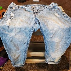 Capri light wash jeans